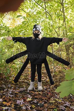 girl 8 9 wearing halloween costume
