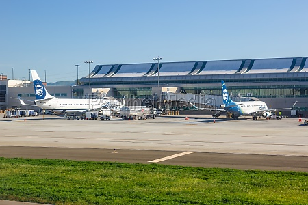 alaska airlines boeing and embraer airplanes