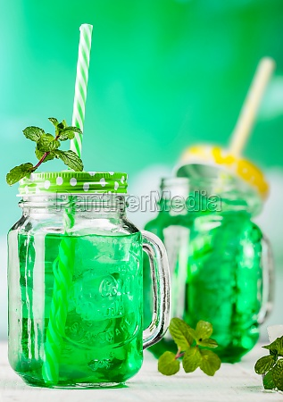 drink fresh mint with ice