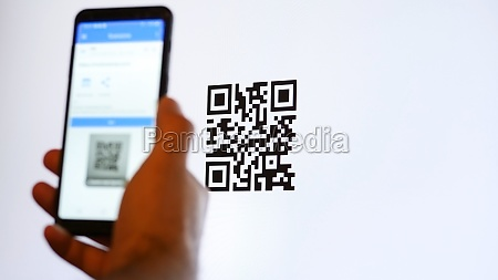 scan qr code with smartphone on