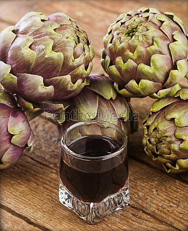 alcoholic drink with artichoke extract