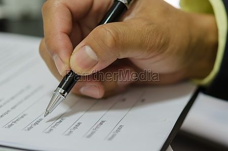 hand with pen to sign the