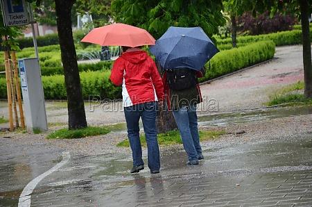 regenwetter in gmunden salzkammergut oberoesterreich europa