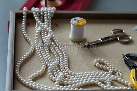 the production of pearl balls necklace