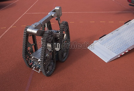 robot for grabbing aerial bomb from