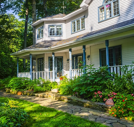 house with front yard garden and