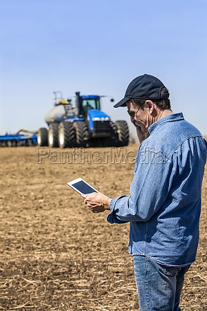 farmer using a smart phone and