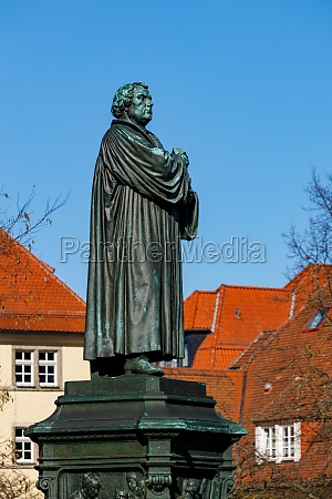 the statue of martin luther in
