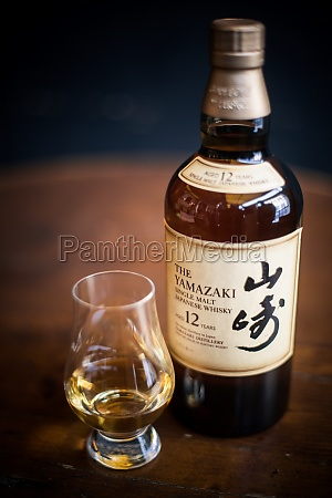 yamazaki single malt japanese whisky bottle