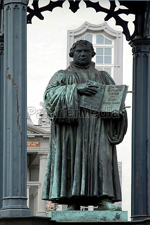 monument to martin luther in wittenberg