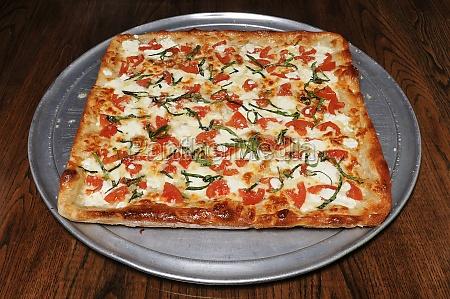 delicious margarita pizza