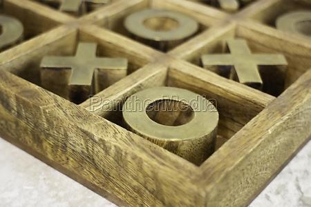 wood o x board games decoration