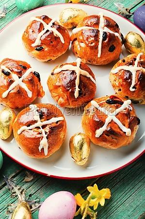 traditional english easter buns