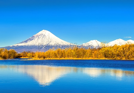 koriakski volcano in autumn evening with