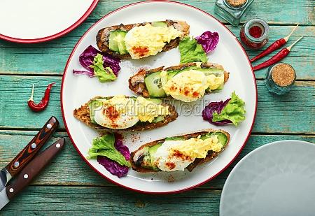 eggs benedict with stewed mushrooms