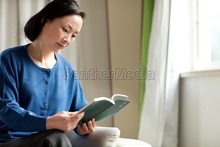 a reading elderly