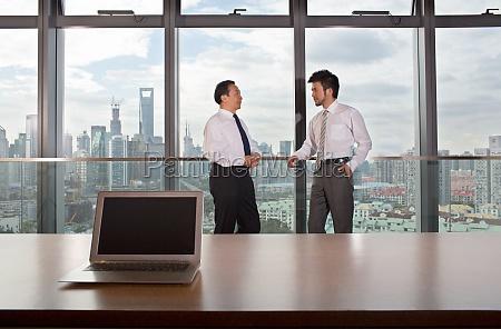 cooperation between business people