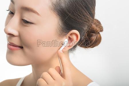 fun women women listen white background