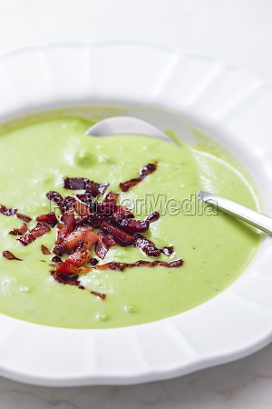green pea soup with bacon on