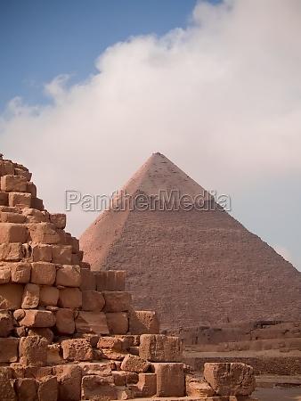 pyramids in giza egypt