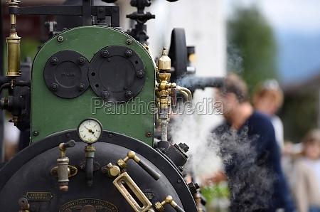 detail einer dampfmaschine auf dem bauernmarkt
