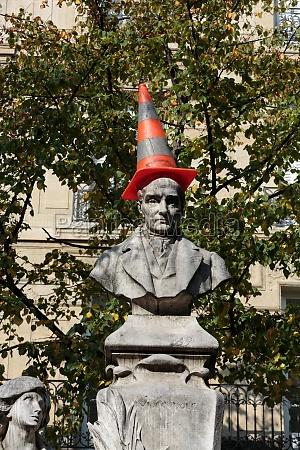 paris sorbonne square monument of