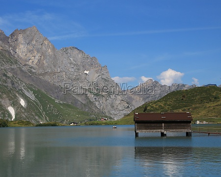 lake trubsee and mountains