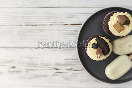 muffins and cupcakes on tray cookie