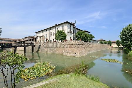 visconteo castle and moat pagazzano