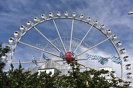 riesenrad beim volksfest dom in hamburg