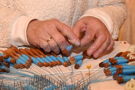 die alte handwerkstechnik des kloeppelns in