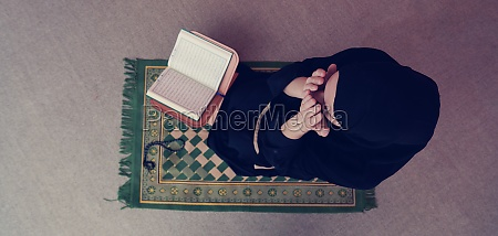 middle, eastern, woman, praying, and, reading - 29802338