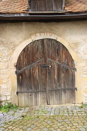 old gate with a round arch