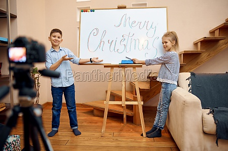 two children bloggers makes christmas blog