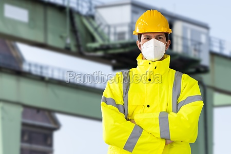 industrial engineer wearing ffp2 face mask