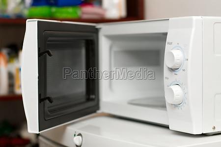 microwave oven open door