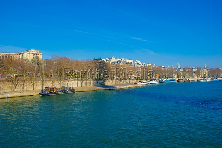 the banks of the seine river