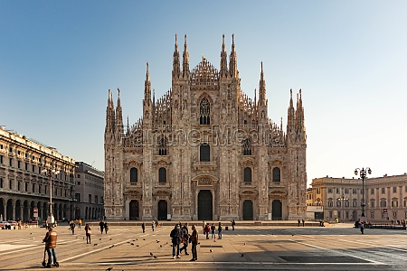 milan duomo cathedrale downtown after covid19