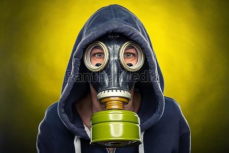 woman wearing a respiratory mask