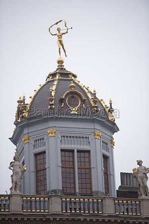 around the grand place are located