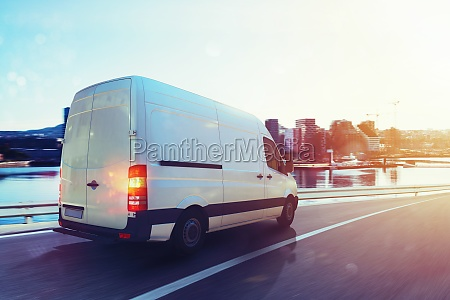 van run fast on the highway