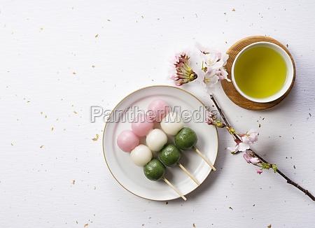 sanshoku dango and green tea an