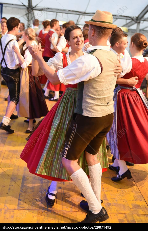 Öffentliche, aufführung, traditioneller, österreichischer, volkstänze, beim - 29871492
