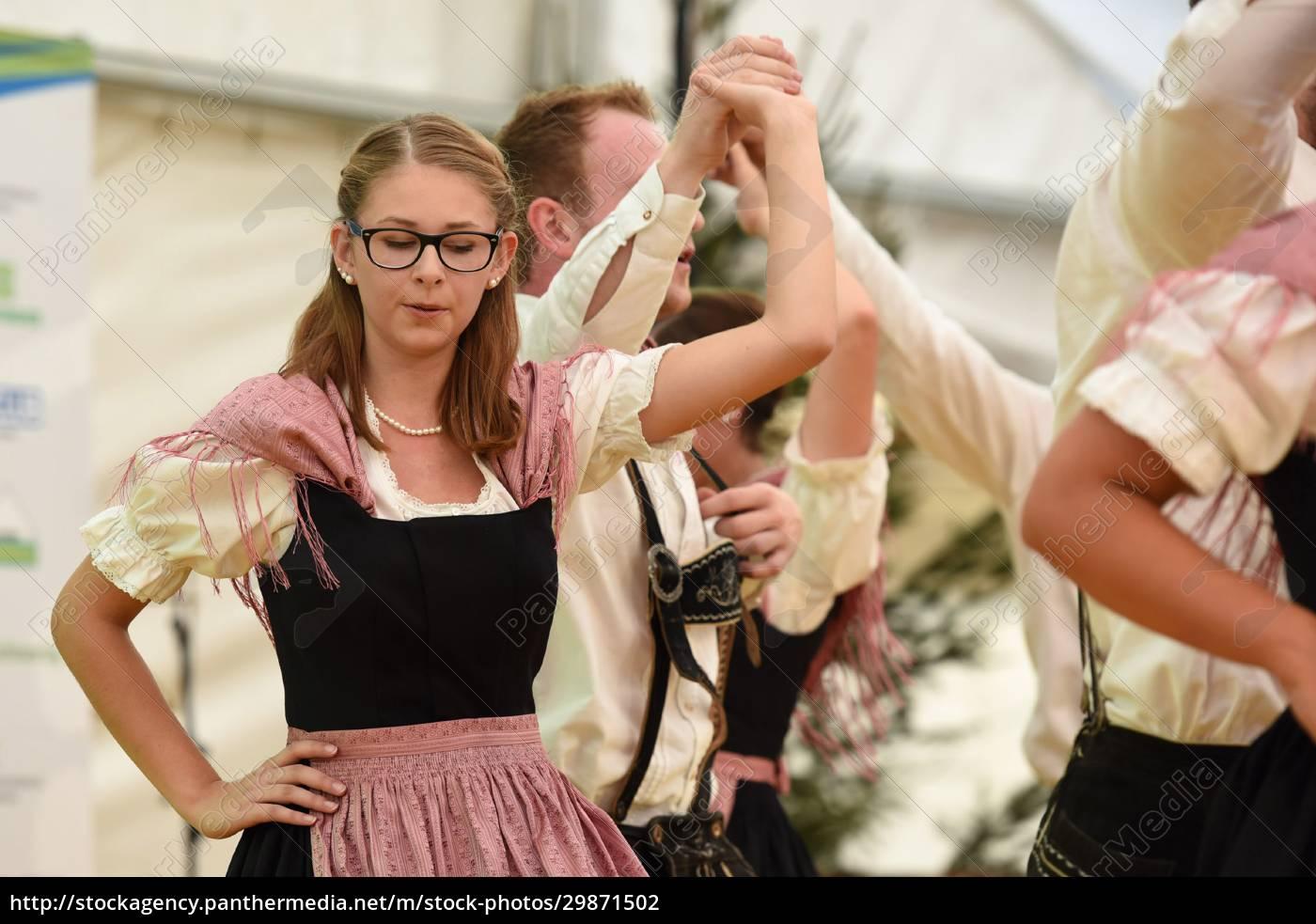 Öffentliche, aufführung, traditioneller, österreichischer, volkstänze, beim - 29871502