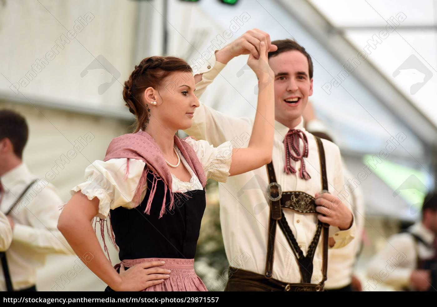 Öffentliche, aufführung, traditioneller, österreichischer, volkstänze, beim - 29871557