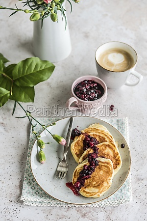 pancakes with forest fruit