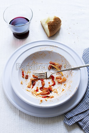 the remains of spaghetti allamatriciana on