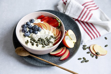 yogurt with fresh fruit