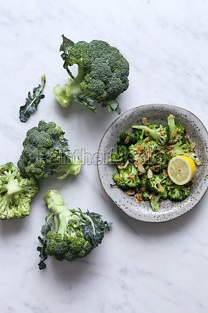 fried broccoli with almonds