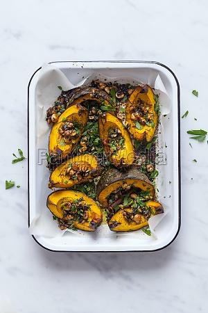 roasted pumpkins with hazelnuts